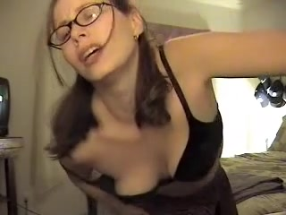 amateur wanks her pussy
