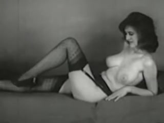vidz classic porn vintage posing for photo