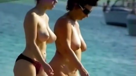 1St Time Stripped At The Beach Ladies Showing Sexy Naked Bodies