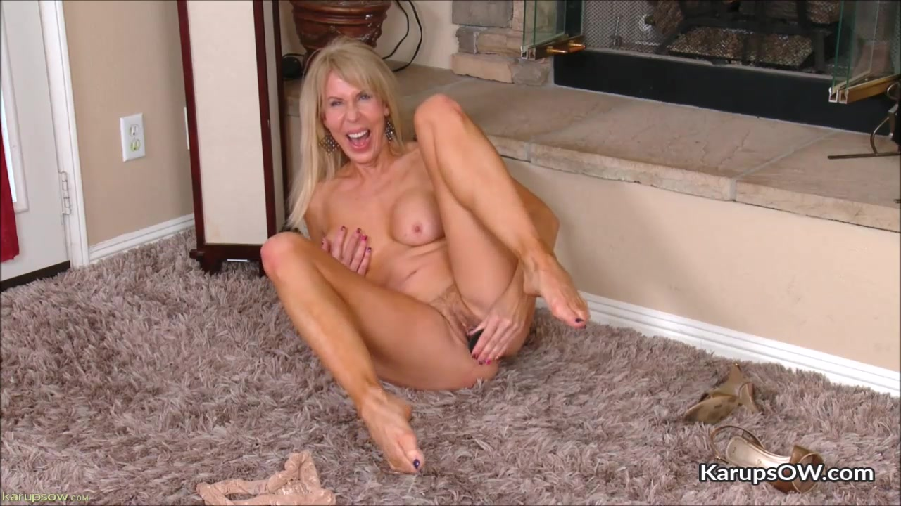 Erica Lauren Loves Playing Dildo Herself