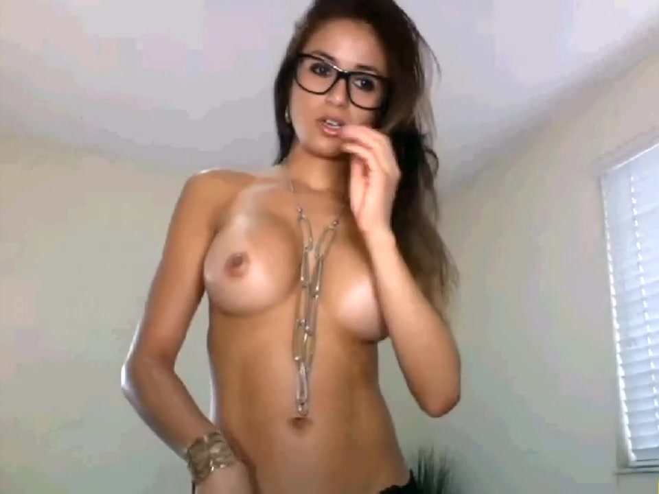 I'm in amateur cougar vid, teasing with my hot body