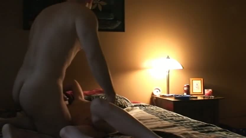 Amateurs dim the lights and fuck