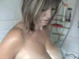 Mature I'd Like To Fuck washing jugs in the shower