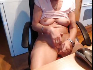foto-skritaya-kamera-zrelie-masturbiruyut-video-iziskanniy-ochen-krasiviy