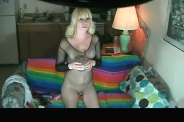 Dilettante angel goes solo on her juicy lustful twat on her sofa