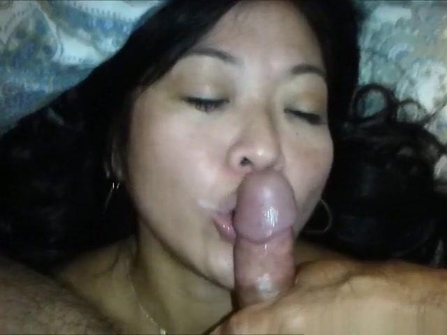Pattaya slut rims a sex tourist and receives a facial blast !!!