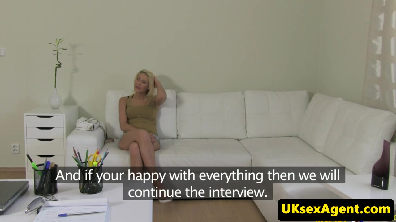 Czech amateur fingered and humped by agent