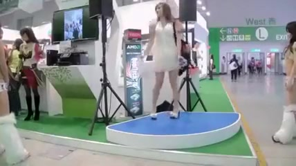 boobs shaking dance