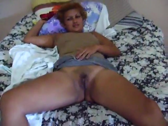 open her legs wide and let the guy to play