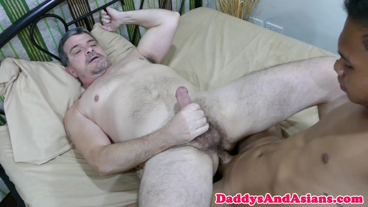 Toe licking dilf barebacked by pinoy twink