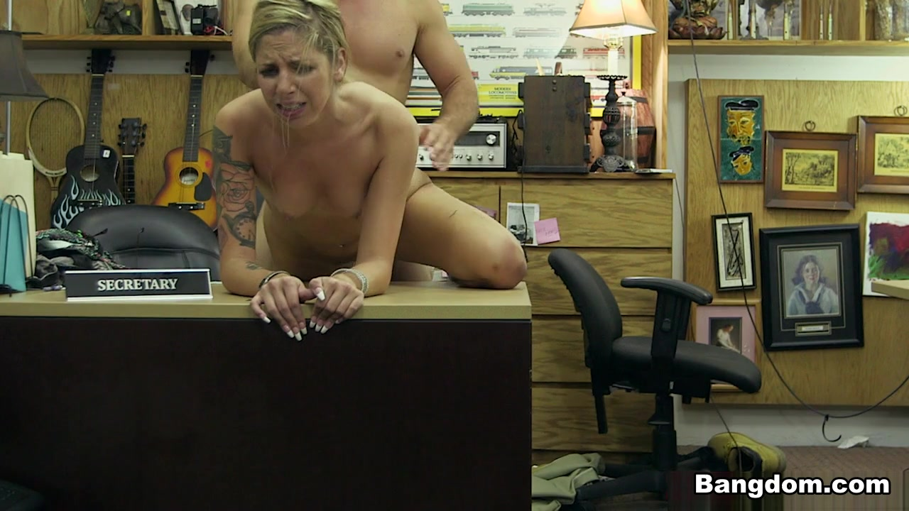 Selling it all, even that ass! - XXXPawn